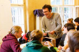 Intensiver Austausch zu Tourenideen. Ihr wollt mirhelfen und eine Tour organisieren, dokumentieren oder übersetzen? Mail@das-kooperativ.org