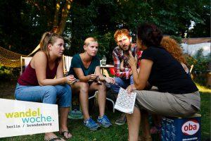 MakeSpace diskutieren ihre Ideen mit Besucher*innen.